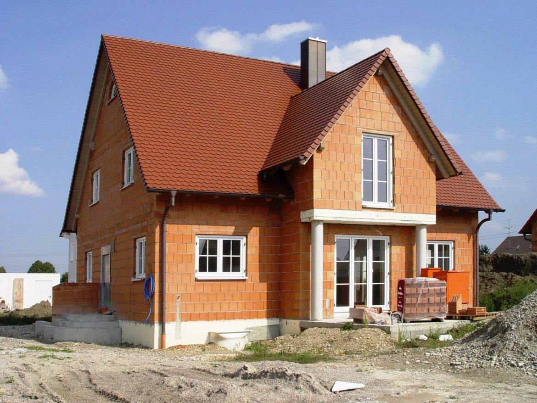 Почему выгодно строить дом из керамоблока
